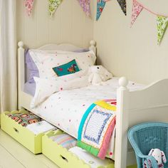 Children's room storage ideas - well-use the under bed space. Small Space Organization, Home Organisation, Bed With Drawers, Wooden Drawers, Wooden Boxes, Under Bed Storage, Home And Deco, Little Girl Rooms, Girls Bedroom