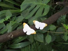 LEVIS butterfly brooch ceramic white and gold pin by satorstudio Feminine Symbols, Ceramic Jewelry, Levis, Plant Leaves, Delicate, Butterfly, Brooch, Jewellery, Ceramics