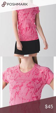 🆕Lululemon 🍋Run swiftly crew top. Size 6 Brand new 🍋. Great print! lululemon athletica Tops Tees - Short Sleeve