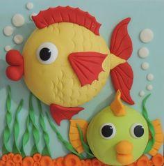 Big Fish & Little Fish Cakes PDF Tutorial by ShereensCakesandBake Cake Topper Tutorial, Fondant Tutorial, Fondant Cake Toppers, Fondant Cakes, Cupcake Toppers, Fondant Fish, Tank Cake, Sea Cakes, Fondant Animals