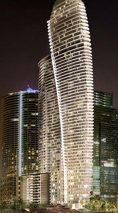 Aston Martin Residences in Miami Unusual Buildings, Interesting Buildings, Amazing Buildings, Modern Buildings, Modern Architecture Design, Futuristic Architecture, Amazing Architecture, Tower Building, Building Design