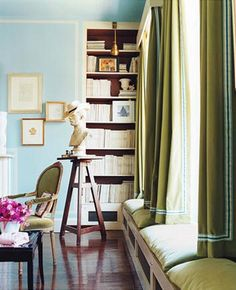 Domino Magazine window treatments that are hung over window seat shorter length Blue Rooms, Blue Walls, Olive Green Curtains, Aqua Curtains, Short Curtains, Domaine Home, Window Benches, Window Seats, Interior Decorating