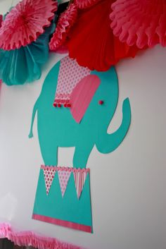 Super cute circus party decor #SocialCircus