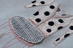 silla-con-sweater-Complot-a-lunares-detalle