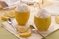 Il sorbetto al limone, è un fresco, dissetante e digestivo dessert, usato anche spesso come intermezzo tra le portate di carne e pesce.