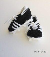 bb4d5de13bb0b Botas de fútbol ganchillo crochet Botitas de ganchillo imitando a las botas  de futbol para bebé