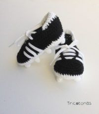 Botas de fútbol ganchillo/crochet  Botitas de ganchillo imitando a las botas de futbol para bebé
