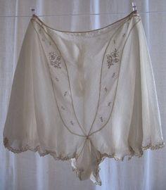 1930 Short lingerie mousseline de soie brodée par SergineBroallier