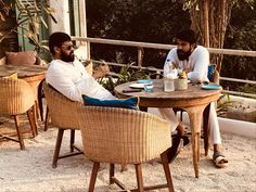 What else makes a day for telugu cinema lovers, especially mega fans. Here is A superb pic of Chiranjeevi and Ram Charan chilling out in a restaurant. Icing on the cake is both of them looked like …