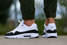 Nike air max 1 ultra essential white and black