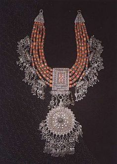 Yemen | Bowsani Lazem silver and coral necklace | ca. beginning of the 20th century