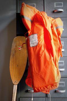Oranje zwemvest / reddingsvest met fluitje door LeftRightGoods, €17,50