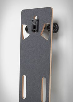 The Lo-Ruiter Longboard is the latest project by Joey Ruiter, a designer we have featured several times before, with innovative products such as the Growler City Bike, and the Inner City Bike. Lo-Ruiter is a modern twist on the traditional skateboard