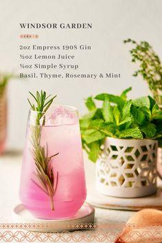 Spring Cocktails, Refreshing Cocktails, Craft Cocktails, Summer Drinks, Mint Julep Recipe Pitcher, Mint Julep Recipe Non Alcoholic, Bar Drinks, Cocktail Drinks, Alcoholic Drinks