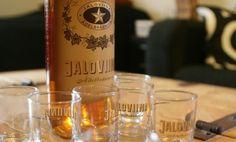 Jaloviina - Ädelbrännvin - Yhden tähden Jallu ... #viina #alkoholi #mainos Finland, Wine, Drinks, Bottle, Drinking, Beverages, Flask, Drink, Jars