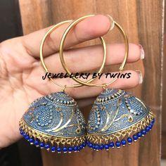 Indian Jewelry Earrings, Jewelry Design Earrings, Gold Earrings Designs, Indian Wedding Jewelry, Ear Jewelry, Jhumki Earrings, Jewelery, Antique Jewellery Designs, Fancy Jewellery