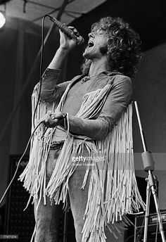 Roger Daltrey lead singer of English rock band The Who on stage at the Isle of Wight Festival in Wootton August 1969 The Who Woodstock, Woodstock Hippies, Woodstock Music, Woodstock Festival, Woodstock Photos, Rock N Roll, Isle Of Wight Festival, Roger Daltrey, Keith Moon