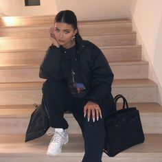 Could Kylie Jenner and Travis Scott be the next celebrity couple to walk down the aisle? Kylie Jenner Instagram, Looks Kylie Jenner, Kylie Jenner Outfits, Kendall And Kylie Jenner, Kylie Jenner Blue Hair, Mode Outfits, Casual Outfits, Fashion Outfits, Kardashian Style