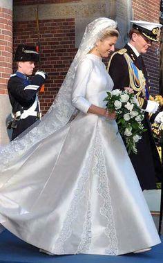 02-02-2002 trouwjurk Maxima  ontwerper: Valentino Clemente Ludovico Garavani