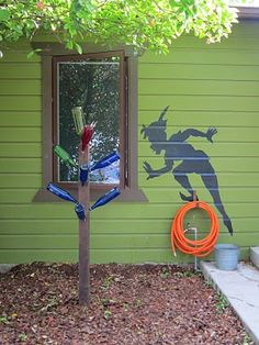 alice brans posted Peter Pan Outside your home? Love it to their -wonderful world of disney- postboard via the Juxtapost bookmarklet. Casa Disney, Disney Rooms, Disney Dream, Outside Playhouse, Build A Playhouse, Disney Home Decor, Disney Crafts, Peter Pan Shadow, Disney Garden