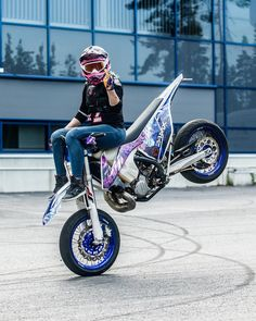 Image may contain: one or more people, motorcycle and outdoor - Motorräder - Duke Motorcycle, Motorcycle Racers, Motorbike Girl, Stunt Bike, Lady Biker, Biker Girl, Cb 250 Twister, Supermoto Racing, Motorcycle Couple Pictures