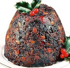 Quick and easy Christmas pudding recipe (or plum pudding). This us the easiest recipe I've seen for a plum pudding. Steam/cook in a crockpot and use a bundt pan ilo a pudding tin for even easier cooking. Xmas Pudding, Chia Pudding, Irish Christmas Pudding Recipe, English Christmas Pudding, Christmas Deserts, Christmas Goodies, Christmas Recipes, Xmas Food, Christmas Cooking