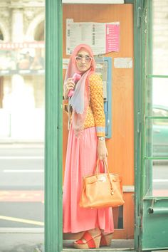 Find images and videos about fashion, pink and hijab on We Heart It - the app to get lost in what you love. Modest Fashion, Fashion Outfits, Fashion Styles, Women's Fashion, Moslem Fashion, Hijab Collection, Street Hijab Fashion, Islamic Fashion, Beautiful Hijab