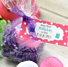 This simple bath bomb birthday gift is super easy to put together and is sure to make your friend smile on her birthday. Simply package up some bath bombs and add this cute birthday tag and you have a perfect birthday gift for friends. #bathbomb #giftidea #birthdaygift