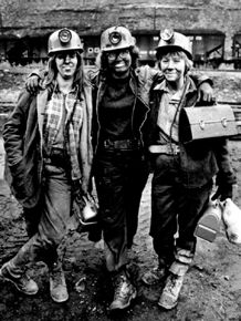 Women coal miners - Archives of Appalachia to document their stories Old Photos, Vintage Photos, Antique Photos, Appalachian People, Appalachian Mountains, White Tractor, Billy Elliot, Coal Miners, Mining Equipment