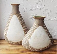 керамическая ваза из пласта — Яндекс: нашлось 5млнрезультатов Ceramics Monthly, Vase, Home Decor, Decoration Home, Room Decor, Vases, Home Interior Design, Home Decoration, Interior Design