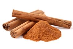 La canela es una especia que además de aromatizar y darle un rico sabor a ciertas comidas, brinda muchas propiedades que favorecen nuestra salud y por eso