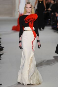 Stephane Rolland, Spring 2012 Couture Collection. Very interesting. Killer gloves. Freaking love this gloves!