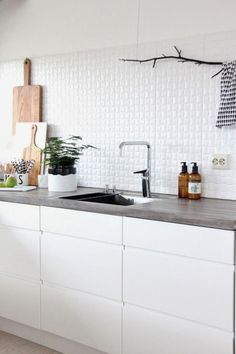 in der k che kitchen on pinterest kitchen styling white kitchens and open shelving. Black Bedroom Furniture Sets. Home Design Ideas