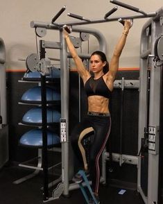 """22.5k Likes, 673 Comments - Alexia Clark (@alexia_clark) on Instagram: """"Friday Core 1. 10 Reps 2. 12 each side 3. 8-10 Reps 4. 15 each side 3-5 rounds #alexiaclark…"""""""
