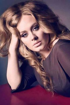 Since when Adele first emerged onto the music scene, she was a full figured woman with an amazing voice. Like so many other celebrities we've seen over the years, slowly but surely, Adele has shed her extra weight for a new slimmer frame. Divas, Vogue Uk, Beauty And Fashion, Look Fashion, Men Fashion, Adele Photos, Female Singers, Celebs, Celebrities
