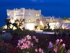 Sembra quasi un castello delle favole questo esclusivo resort nella campagna pugliese di Polignano a Mare. Nel suo centro benessere si ritrova l'armonia del corpo attraverso trattamenti rigeneranti e rilassanti.    Vai al sito        1/22