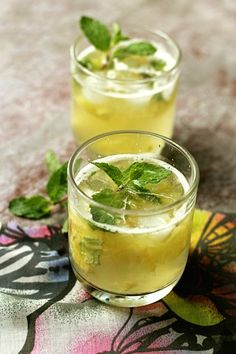 Pineapple Mint Punch - great drink idea for the kids on a hot summer day! (The non-alcoholic version, of course! Sparkling Drinks, Cocktails, Non Alcoholic Drinks, Party Drinks, Cocktail Drinks, Fun Drinks, Cocktail Recipes, Beverages, Drinks Alcohol