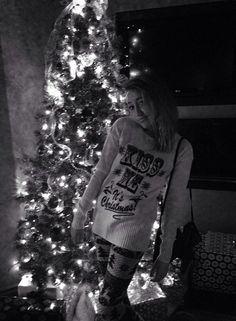 Noah Cyrus and The Christmas Tree