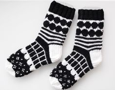 marimekko villasukat / marimekko socks (handmade in finland) Diy Crochet And Knitting, Crochet Socks, Knitting Charts, Knitting Socks, Hand Knitting, Knitting Patterns, Marimekko, Black And White Socks, Wool Socks