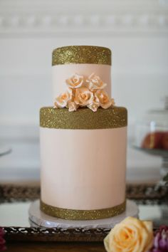 A #wedding cake with some sparkles...I love it! From http://stylemepretty.com/gallery/picture/827202  Photo Credit: http://jasmine-star.com/#/international-wedding-photographer/  Cake by http://vanillabakeshop.com/