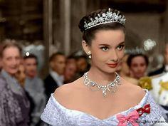 Audrey Hepburn Roman Holiday, Audrey Hepburn Photos, Audrey Hepburn Style, Golden Age Of Hollywood, Vintage Hollywood, Hollywood Glamour, Portrait Photos, Princess Aesthetic, My Idol