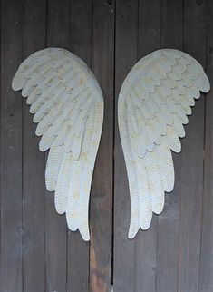 White & gold angel wings– The Vintage Artistry Wooden Angel Wings, Diy Angel Wings, White Angel Wings, Diy Wings, Feather Angel Wings, Angel Wings Painting, Angel Wings Wall Decor, Diy Angels, Wing Wall