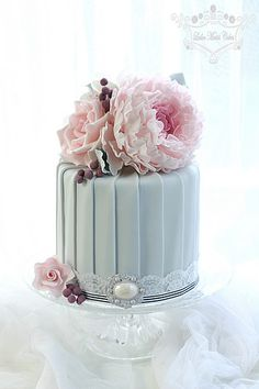 Pleats with peony by Leslea Matsis Cakes
