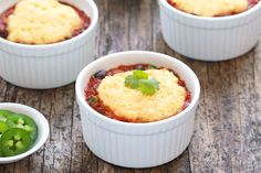 Hungry Girl's Healthy Cornbread-Topped Chili Pot Pie Recipe (pinned for the cornbread topping) Skinny Recipes, Ww Recipes, Vegetarian Recipes, Cooking Recipes, Healthy Recipes, Healthy Beans, Skinnytaste Recipes, Healthy Soups, Healthy Lunches