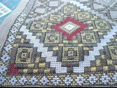Hand Embroidery Design Patterns, Hardanger Embroidery, Diy Projects To Try, Pattern Design, Bohemian Rug, Cross Stitch, Quilts, Blanket, Rugs