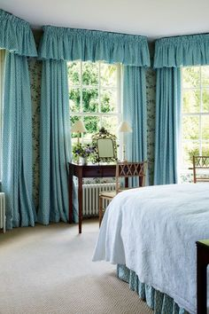 Floral walls and pretty draperies - House and Garden UK 8