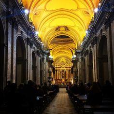 Uma mínima cópia da Basílica de São Pedro, no Vaticano. Muito bela, apenas um pouco descuidada, fiquei com dó.