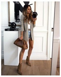 Leather Shorts Outfit, Blazer Outfits Casual, Blazer And Shorts, Plaid Blazer, Classy Outfits, Beautiful Outfits, Winter Shorts Outfits, Early Fall Outfits, Fall Shorts