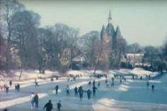 Zwolle, winter 1962/1963 De laatste maanden van het jaar zijn aangebroken… Ook bij het Historisch Centrum Overijssel. Hoewel we al jaren geen strenge winters meer hebben, halen we rond deze tijd van het jaar graag herinneringen op aan de winters van vroeger. Dit doen we met een mini-expositie onder de titel 'De donkere dagen voor Kerst'.