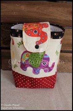 "Conjunto de maternidade ""Elefantes Coloridos""."